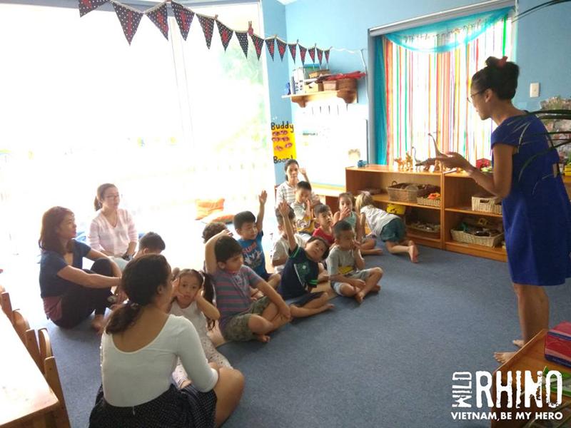 Working with the Youth – A visit to Saigon Kids Club. – Thăm các bạn nhỏ ở trường Mầm non Saigon Kids Club